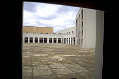 Pátio (traseiras do hall)