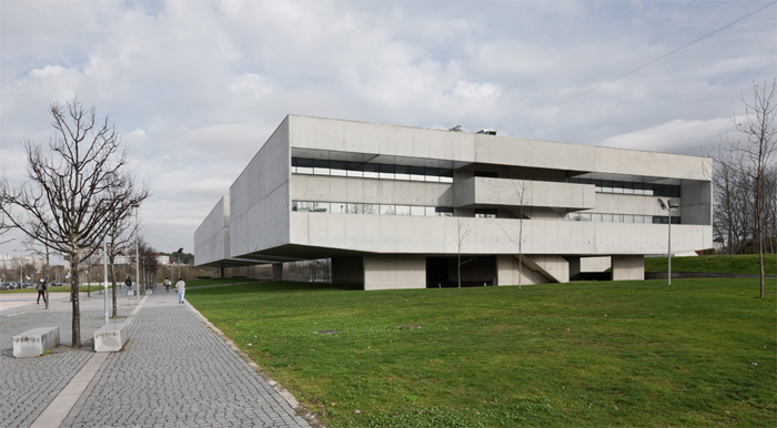 I3s - Institute Of Health Research And Investigation - University Of Porto . Serôdio Furtado & Associados, Arquitectos Lda. 2016 . Porto