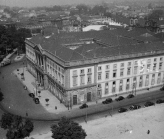 Fotografia da Vista aérea do edifício da Reitoria da U.PORTO, em 1953 / Photo of Aerial view of the Rectory building U.PORTO in 1953
