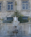 Fotografia do Chafariz de S. Miguel, junto à galilé da Sé do Porto / Photo of the Fountain of S. Miguel, near the entrance of the Cathedral of Porto